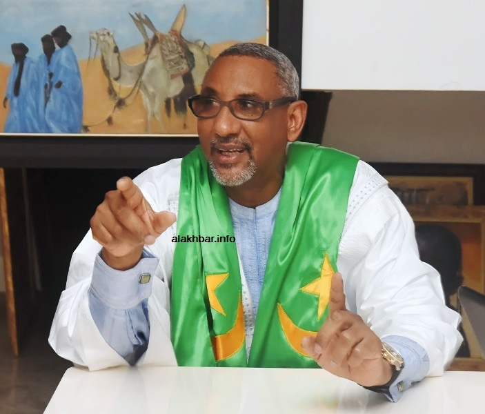 """المعارض الموريتاني المصطفى ولد الإمام الشافعي خلال حديثه لصحيفتي """"الأخبار إنفو"""" و""""بلادي"""" ـ (الأخبار)"""